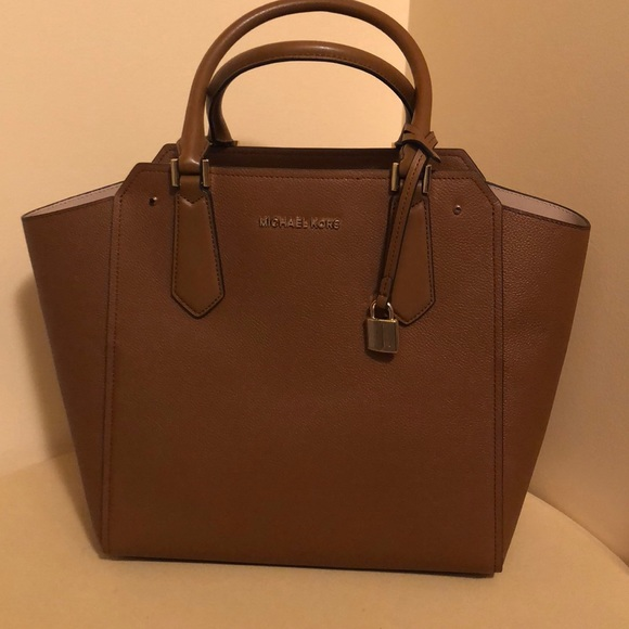 8b34c235b6 MICHAEL KORS HAYES women LG leather Tote NWT